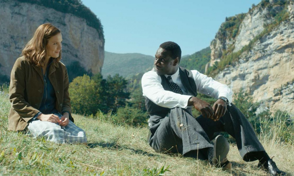 Une histoire naissante entre la douce Adèle (Ana Girardot) et le surprenant docteur Knock (Omar Sy)